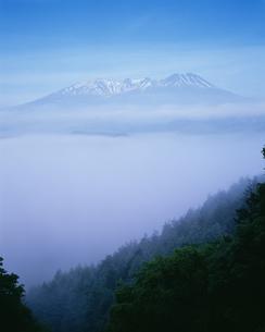 雲海と木曽御岳山の写真素材 [FYI03994790]