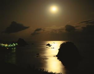 月光の鴨川松島 2月  千葉県の写真素材 [FYI03994889]