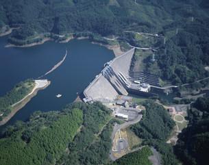 鶴田ダム全景の写真素材 [FYI03995604]