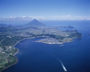 山川港と開聞岳の写真素材 [FYI03995614]