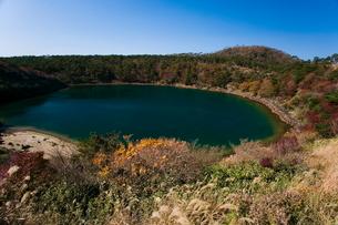 秋の不動池の写真素材 [FYI03996135]
