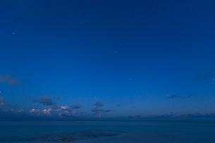 横向きのオリオン座の写真素材 [FYI03996434]
