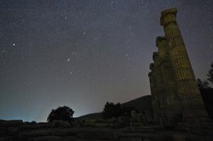 アテナ神殿に沈むオリオン座の写真素材 [FYI03996522]