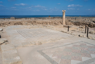 カトパフォス遺跡のアゴラ内のモザイクの写真素材 [FYI03996668]