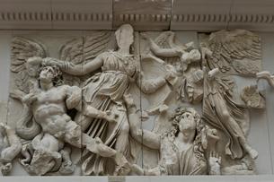 ペルガモン遺跡にあったゼウスの祭壇の写真素材 [FYI03996842]