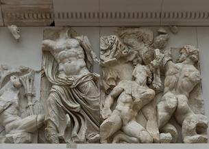 ペルガモン遺跡にあったゼウスの祭壇の写真素材 [FYI03996843]
