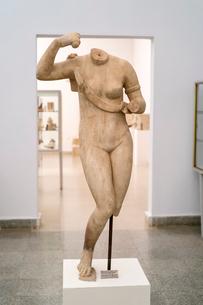 武装するアフロディーテ女神像の写真素材 [FYI03996863]