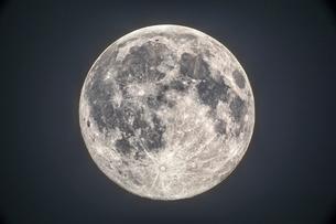 満月の写真素材 [FYI03996992]
