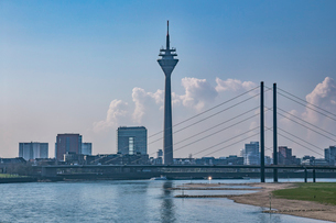 デュッセルドルフの町並み ライン川の写真素材 [FYI03997061]