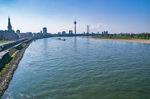 デュッセルドルフの町並み ライン川の写真素材 [FYI03997064]