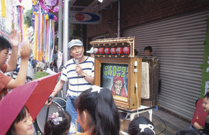 紙芝居 合羽橋商店街の写真素材 [FYI03999524]