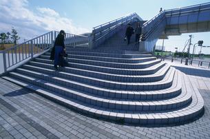 歩道橋石段の写真素材 [FYI03999537]