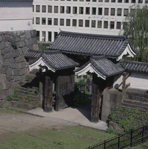 江戸城の清水門 北ノ丸公園の写真素材 [FYI03999539]