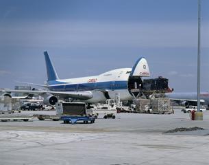 ロスアンゼルス空港のエアカーゴの写真素材 [FYI03999600]