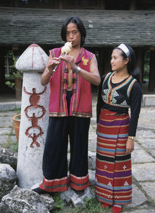 プーラン族の男女の写真素材 [FYI04000263]