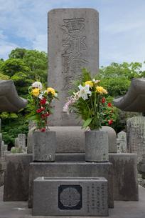 南州墓地の西郷隆盛の墓の写真素材 [FYI04000375]