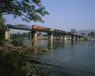 クワイ川鉄橋 カンチャナブリ  タイの写真素材 [FYI04000866]