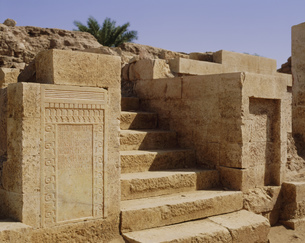 サバの碑 ビルクィーズ神殿遺跡の写真素材 [FYI04003590]