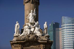 レフォマ通りと独立記念塔の像の写真素材 [FYI04008808]