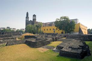 アステカ遺跡と三文化広場の写真素材 [FYI04009005]