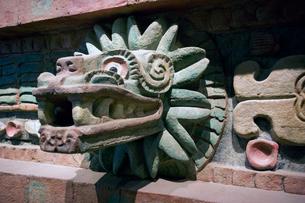 国立人類学博物館のケツァルコアトルの蛇の写真素材 [FYI04009017]