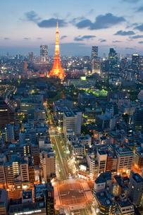 東京タワー周辺夕景の写真素材 [FYI04009024]