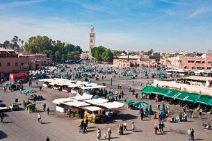Djemaa el-Fna Square-Koutoubia Towerの写真素材 [FYI04009156]