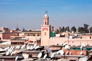Djemaa el-Fna Square-Koutoubia Towerの写真素材 [FYI04009157]