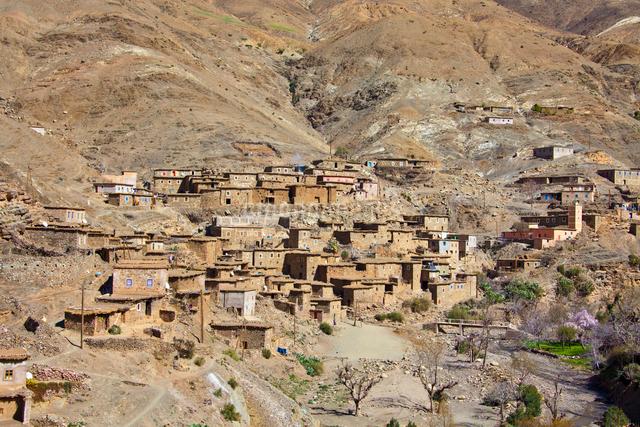 Atlas Mountains-Tizi-n-Tichka Pass-Villageの写真素材 [FYI04009160]