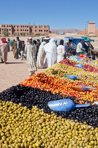 inghir City-Weekly Market-Olives Shopの写真素材 [FYI04009186]