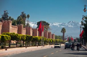 Medina Walls and Atlas Mountainsの写真素材 [FYI04009220]