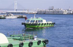 はしけ 横浜港の写真素材 [FYI04009355]