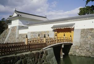 小田原城あかがね門と住吉橋の写真素材 [FYI04009406]