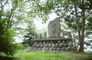 飯山城跡の鎧塚の写真素材 [FYI04009408]