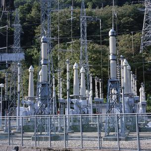 発電所の高圧施設の写真素材 [FYI04009509]