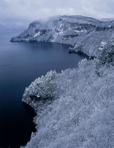 十和田湖の雪景色の写真素材 [FYI04009525]