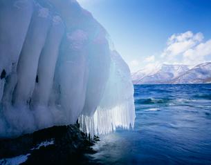 十和田湖の氷の写真素材 [FYI04009526]