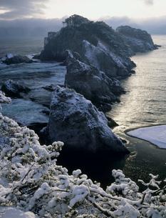 雪景色の浄土ヶ浜の写真素材 [FYI04009538]
