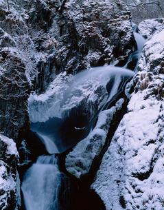 厳冬の七折ノ滝 早池峰国定公園の写真素材 [FYI04009564]