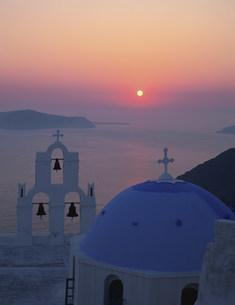 夕日と教会の写真素材 [FYI04009600]