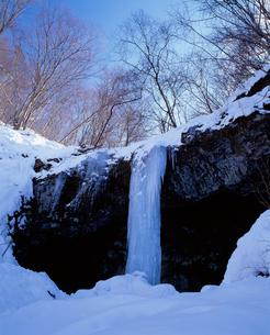 稲の豊作占う氷柱 たろし滝の写真素材 [FYI04009675]