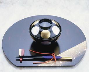 金沢箔を施された煮もの椀の写真素材 [FYI04010631]