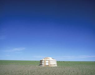 草原とゲルの写真素材 [FYI04010972]