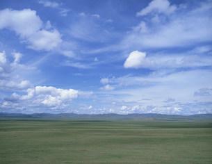 高原に浮く白い雲の写真素材 [FYI04010975]