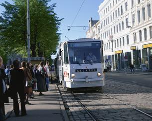 市内を走る電車 リーガ 5月 ラトビアの写真素材 [FYI04011557]