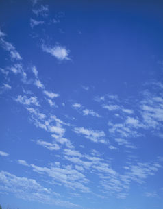 白い雲の写真素材 [FYI04011593]