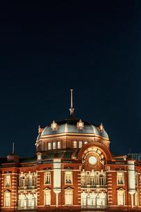 東京駅ライトアップの写真素材 [FYI04011733]