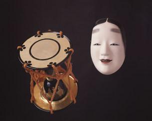 かたち(姫面と鼓)の写真素材 [FYI04012662]