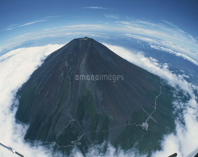 梅雨明けの富士山の写真素材 [FYI04014555]