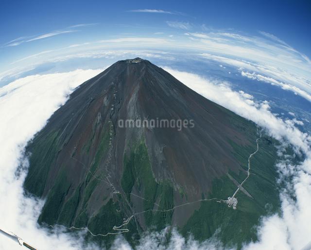 梅雨明けの富士山の写真素材 [FYI04014559]